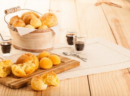 Duas receitas de pão de queijo para acompanhar o seu café!