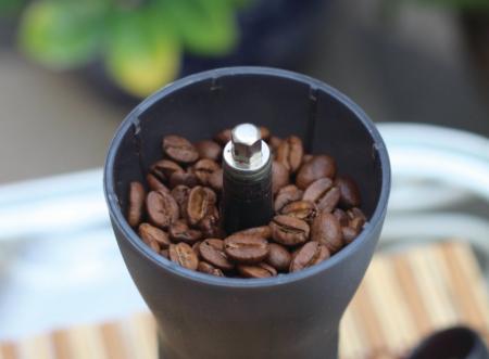 8 pessoas preparam o mesmo café em 8 métodos diferentes!