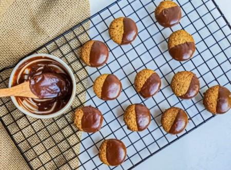Para acompanhar: bolachas de linhaça dourada com chocolate