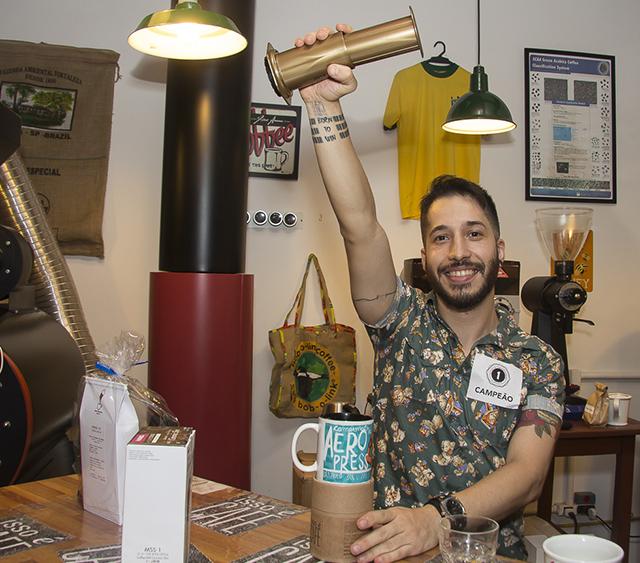 Edgar Martins (Urbe Café Bar) é o barista campeão.