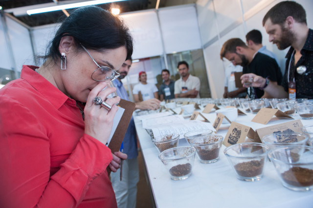 Provadores do Brasil e do mundo se encontram na Sala de Cupping da Semana Internacional do Café