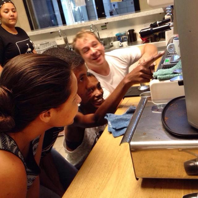 Turma do Fazedores de Café 2015 durante aula de espresso no Sofá Café