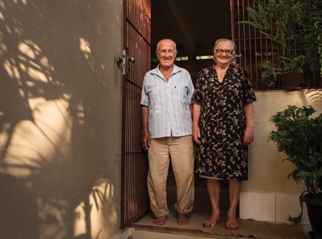 O casal Laurindo Bride, de 87 anos, e Ághata Loss Bride, de 83 anos, produtor da região.